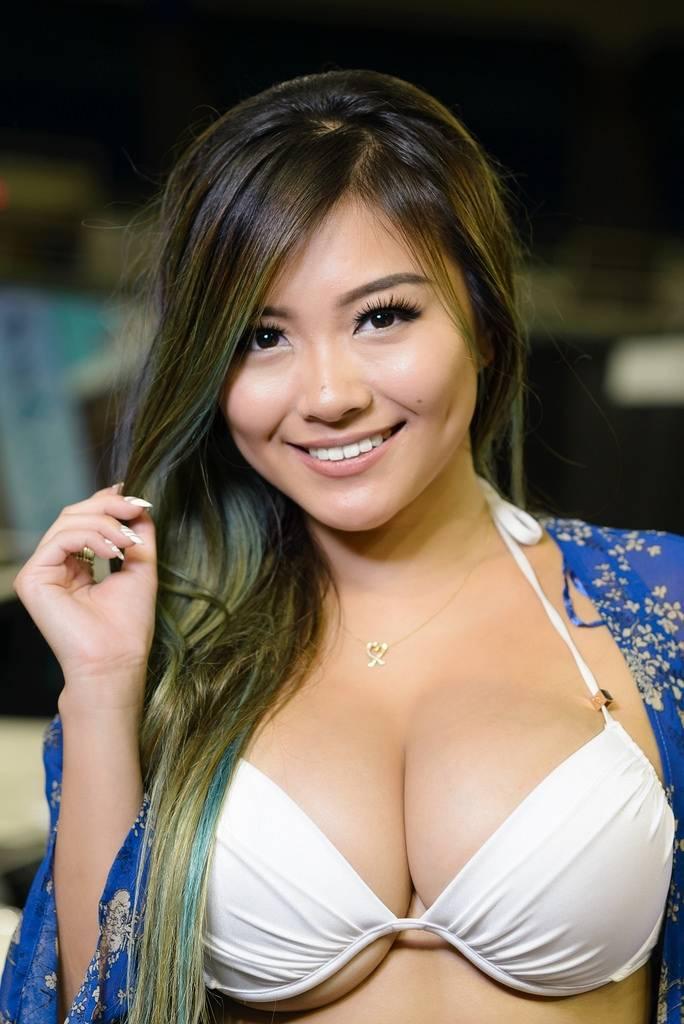 Nude vickibaybeee Vicki Li
