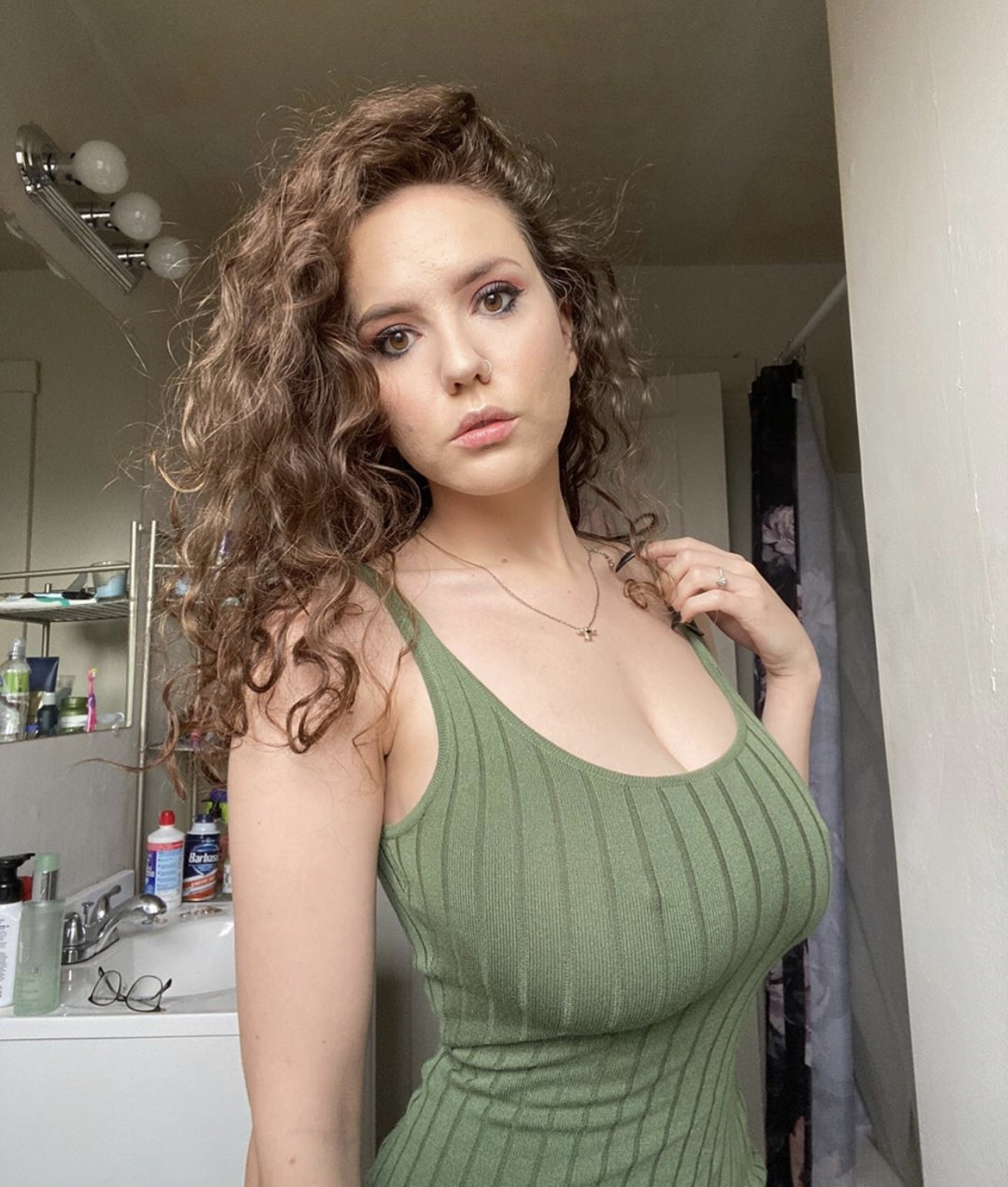 Laura Earnesty - Busty Curly Hair Girl Nudes - Fapdungeon