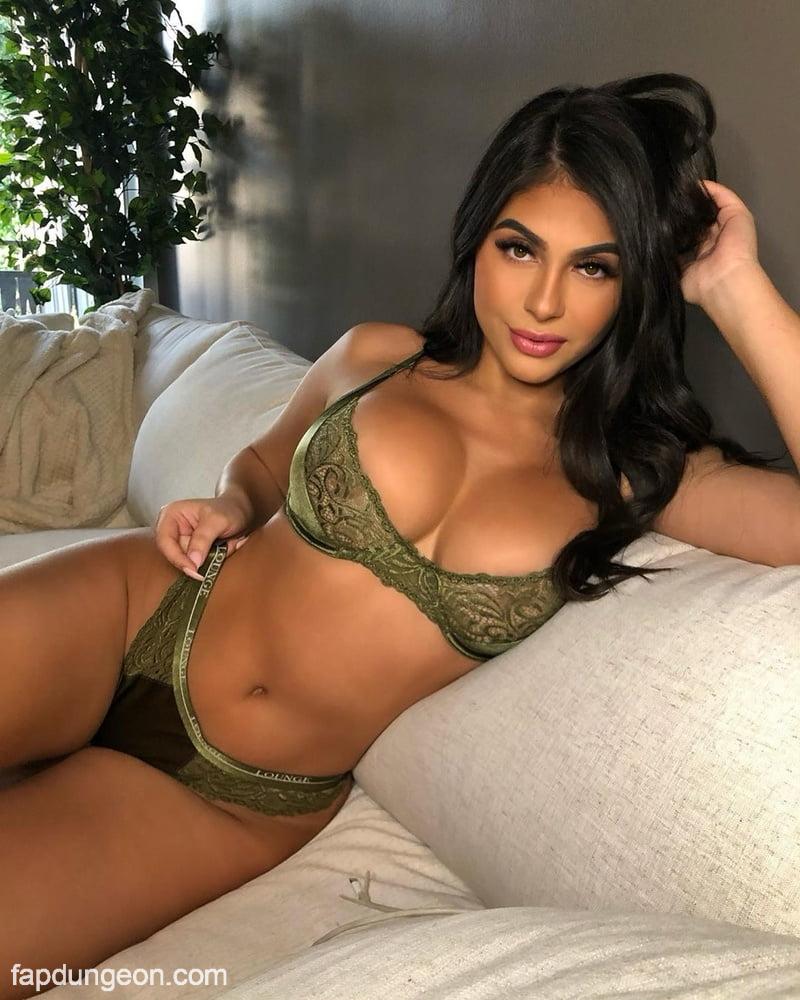 Amanda Trivizas Naked