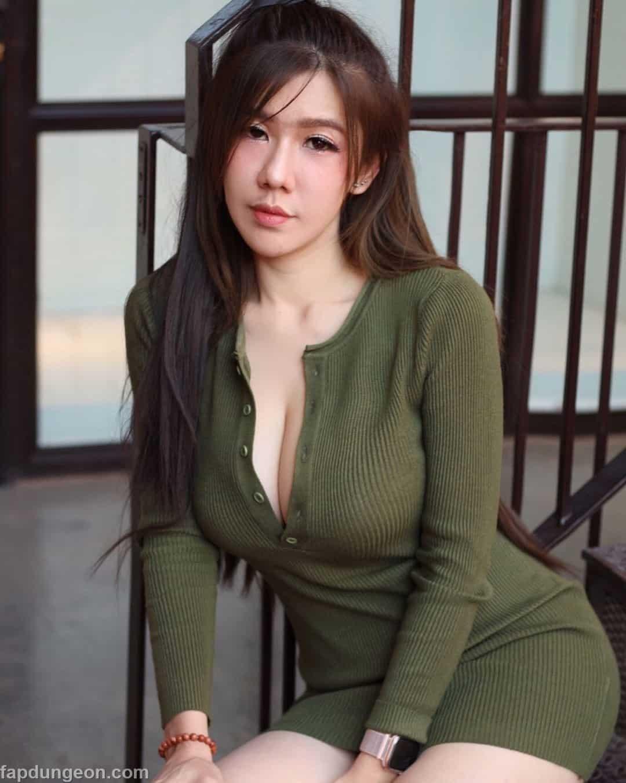 women Busty thai